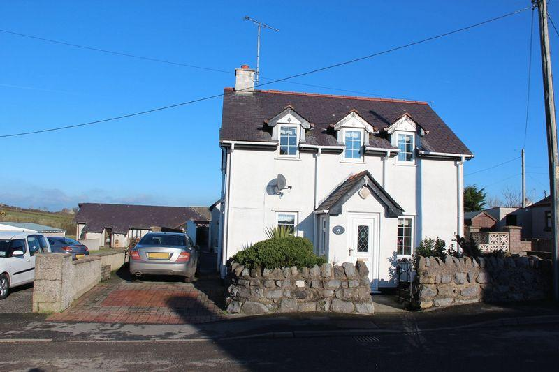 3 Bedrooms Detached House for sale in High Street, Bryngwran