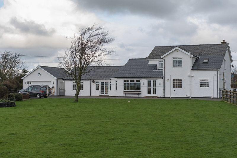 3 Bedrooms Detached House for sale in Llanfachraeth