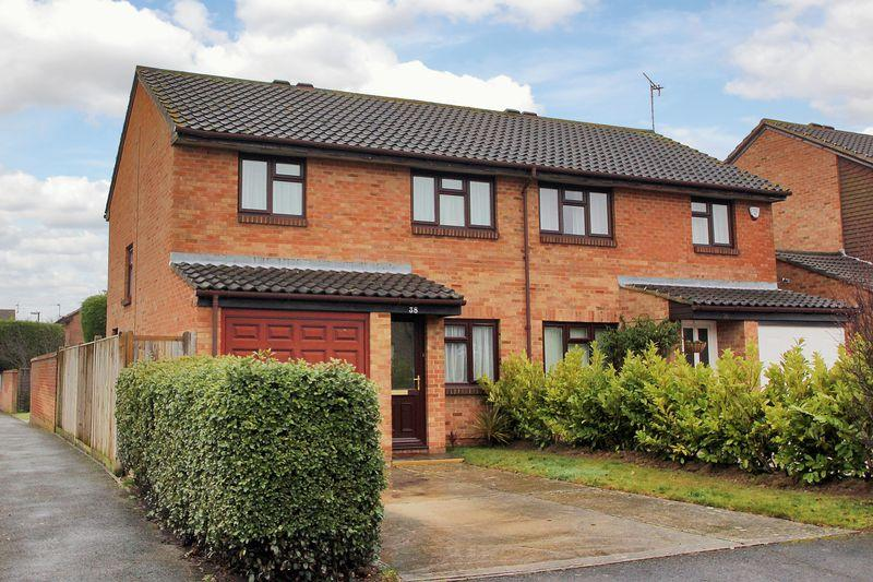 3 Bedrooms Semi Detached House for sale in Charrington Way, Broadbridge Heath