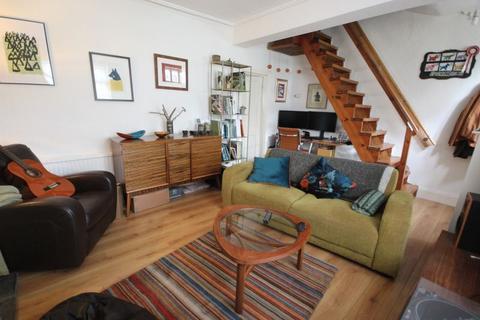 2 bedroom terraced house to rent - Cross Cliff Road, Leeds