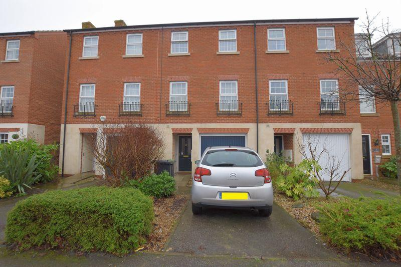 4 Bedrooms Terraced House for sale in Partridge Green, Witham St Hughs, Lincoln