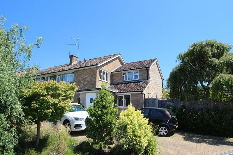 4 Bedrooms Semi Detached House for sale in Cranleigh Mead, Cranleigh