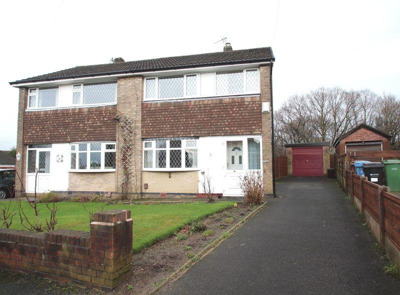 3 Bedrooms Semi Detached House for sale in Dellside, Bredbury
