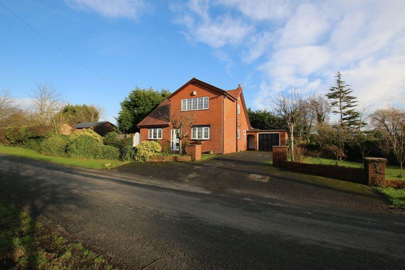 4 Bedrooms Detached House for sale in Brook Lane, Little Hoole