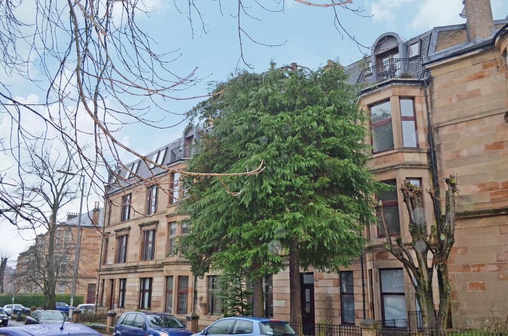 2 Bedrooms Flat for sale in Tantallon Road, Flat 3/1, Shawlands, Glasgow, G41 3BX