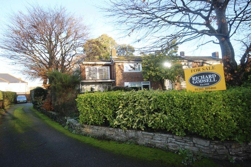 4 Bedrooms Terraced House for sale in CHRISTCHURCH TOWN CENTRE