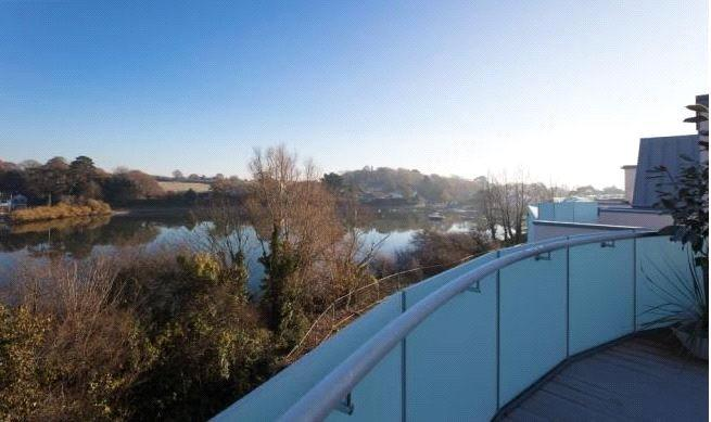 3 Bedrooms Detached House for sale in The Tamar, Lymington, Hampshire, SO41