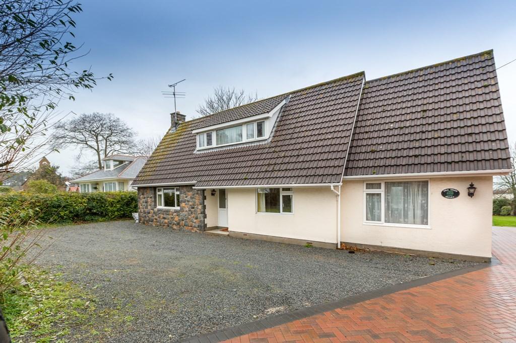 3 Bedrooms Detached House for sale in La Grande Rue, St. Saviour, Guernsey
