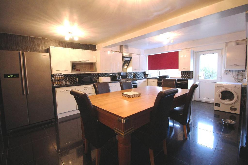 4 Bedrooms Terraced House for sale in Yew Tree Green