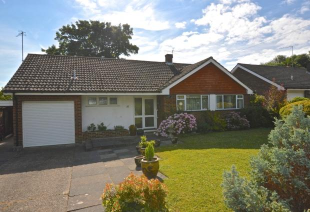 3 Bedrooms Bungalow for sale in The Hilders, Ashtead, KT21