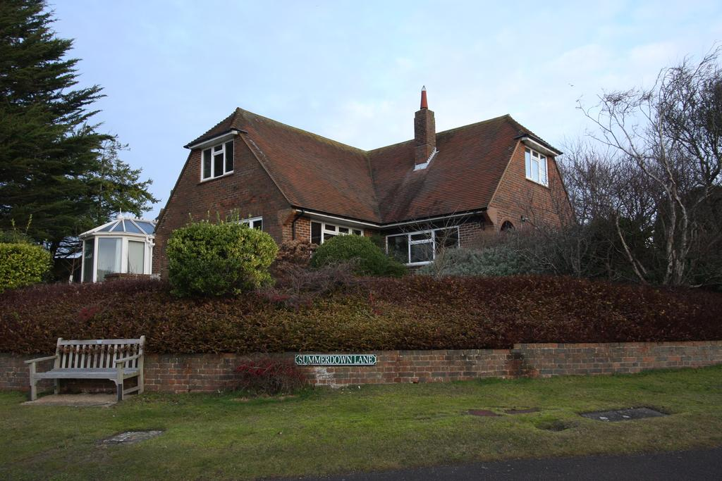 3 Bedrooms Detached House for sale in East Dean BN20