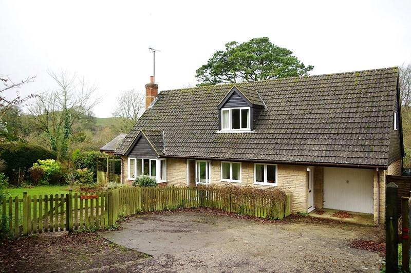 3 Bedrooms Detached House for sale in Ruscombe Lane, West Milton, Bridport
