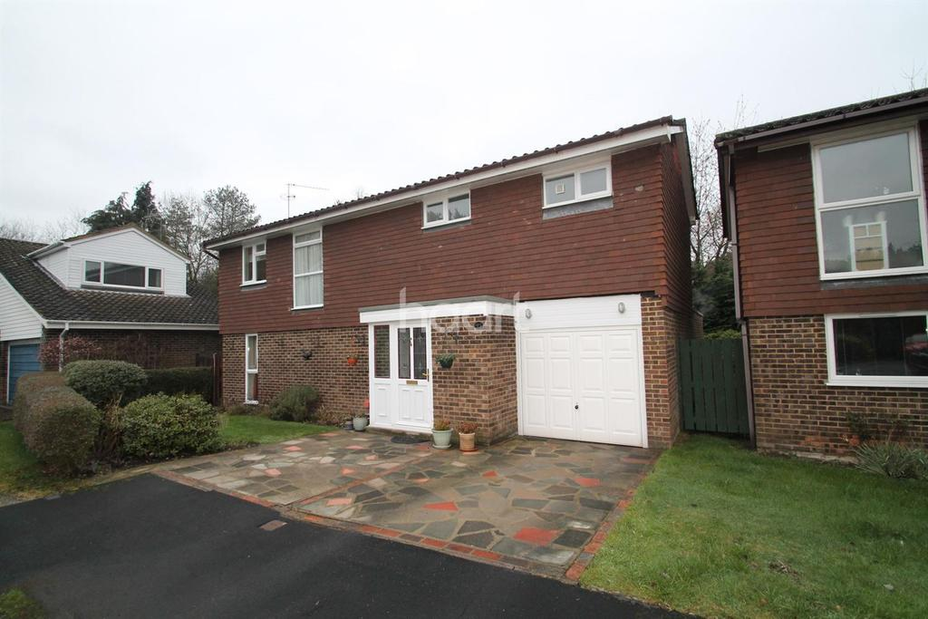 4 Bedrooms Detached House for sale in Quintilis, Bracknell.