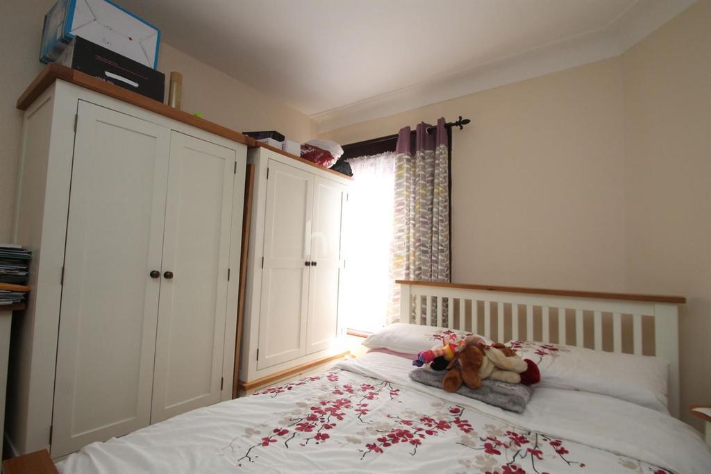 2 Bedrooms Flat for sale in Oakdale Road