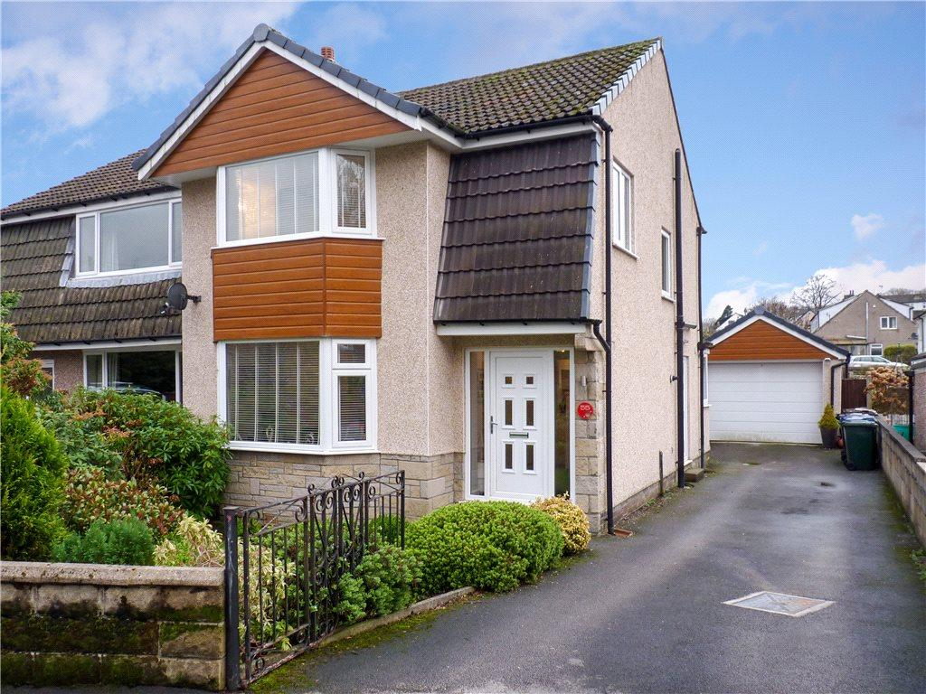 3 Bedrooms Semi Detached House for sale in Providence Crescent, Oakworth, Keighley, West Yorkshire