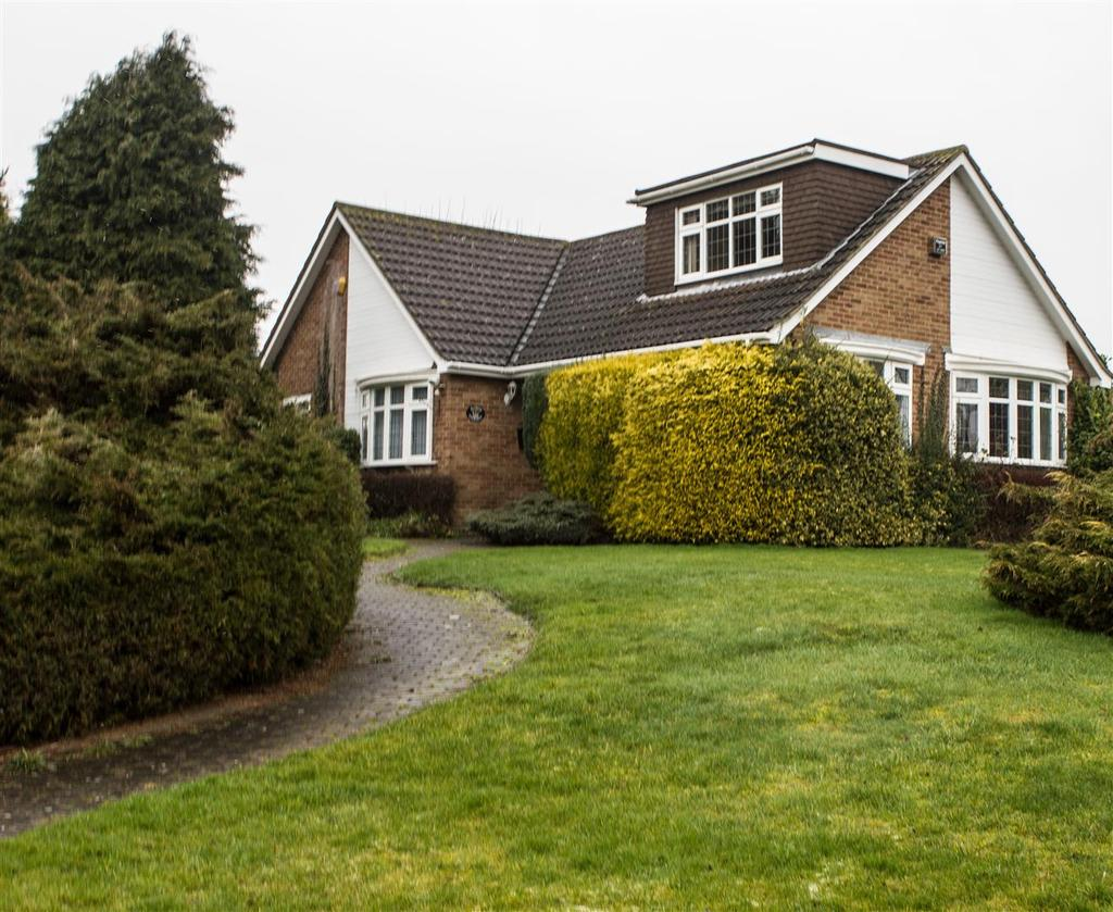 4 Bedrooms Detached Bungalow for sale in St. Marys Grove, Newton Regis, Tamworth