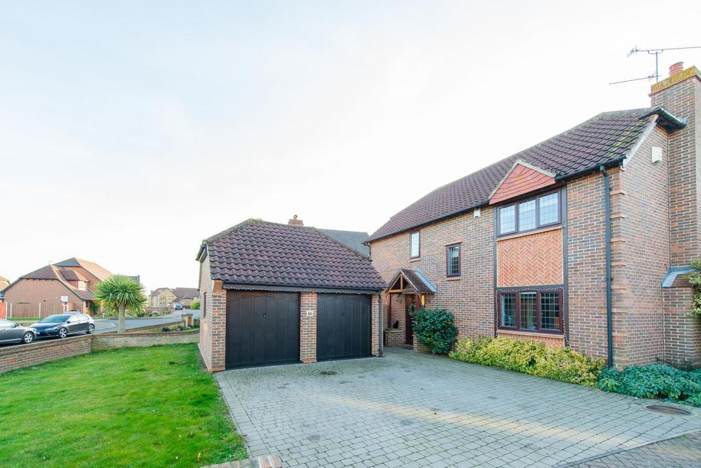 4 Bedrooms Detached House for sale in Low Meadow, Halling, Rochester , Kent