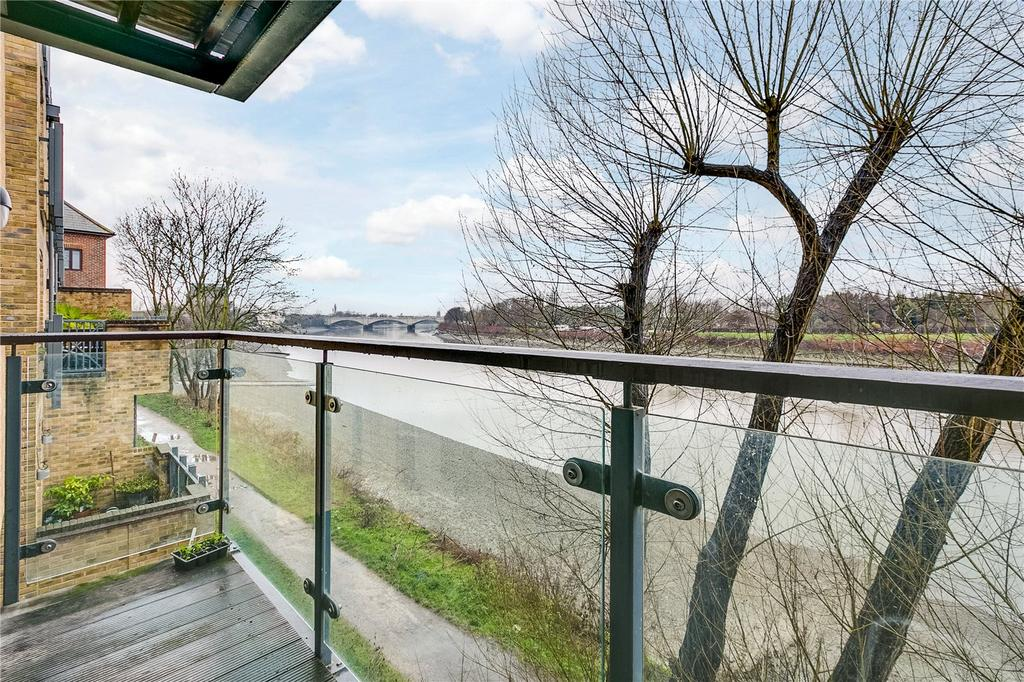 2 Bedrooms Flat for sale in Dukes Court, 77 Mortlake High Street, London
