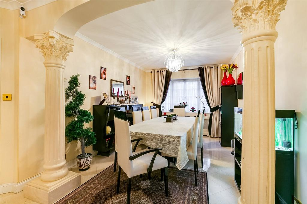 4 Bedrooms Flat for sale in Roehampton Close, Putney, London