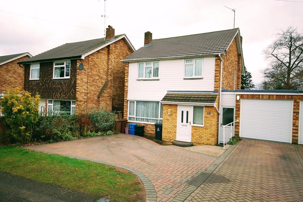 3 Bedrooms Detached House for sale in Woodland Way, Stevenage