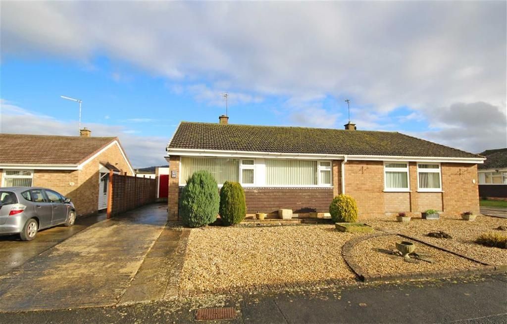 2 Bedrooms Semi Detached Bungalow for sale in Kayte Close, Bishops Cleeve, Cheltenham, GL52