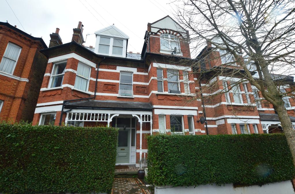 2 Bedrooms Flat for sale in Holmdene Avenue London SE24
