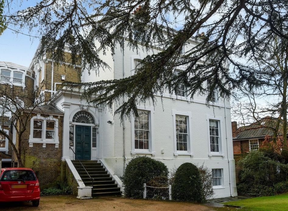 3 Bedrooms Flat for sale in Morden Road Blackheath SE3
