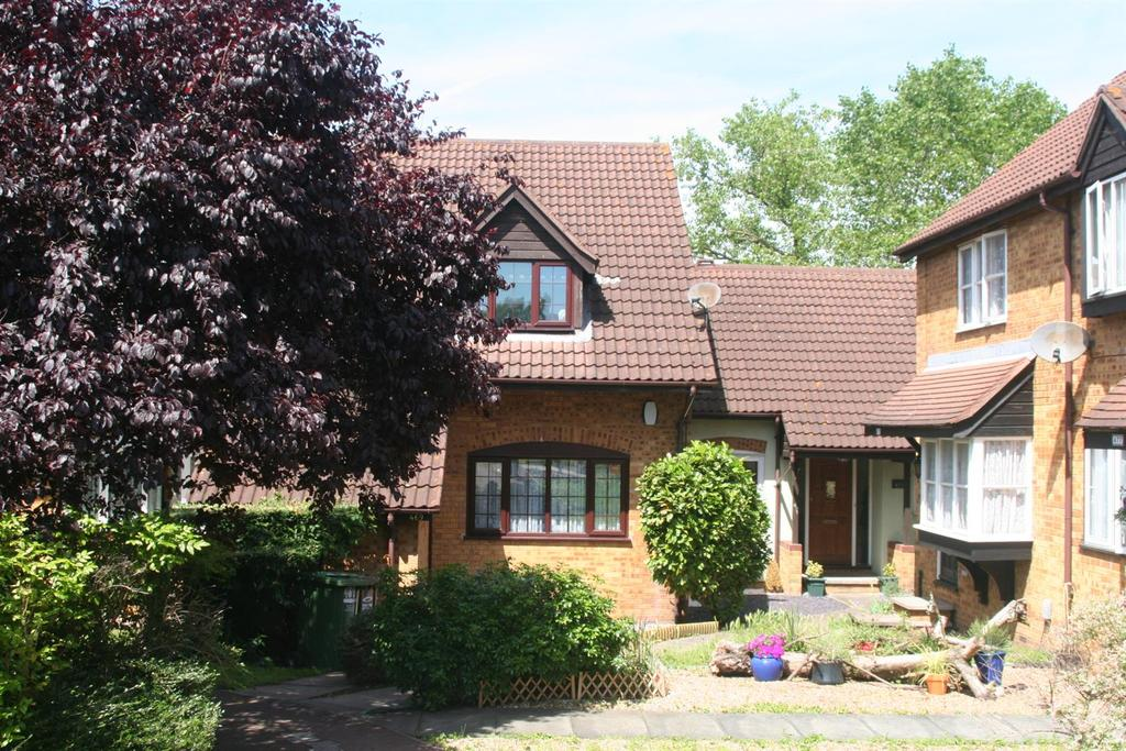 3 Bedrooms Terraced House for sale in Knights Manor Way, Dartford