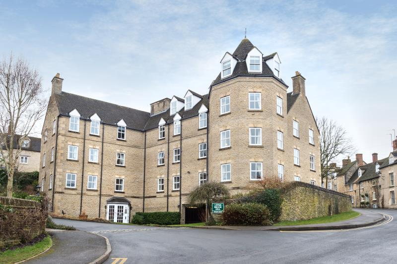 2 Bedrooms Retirement Property for sale in Upper Brook Hill, Woodstock, Oxfordshire