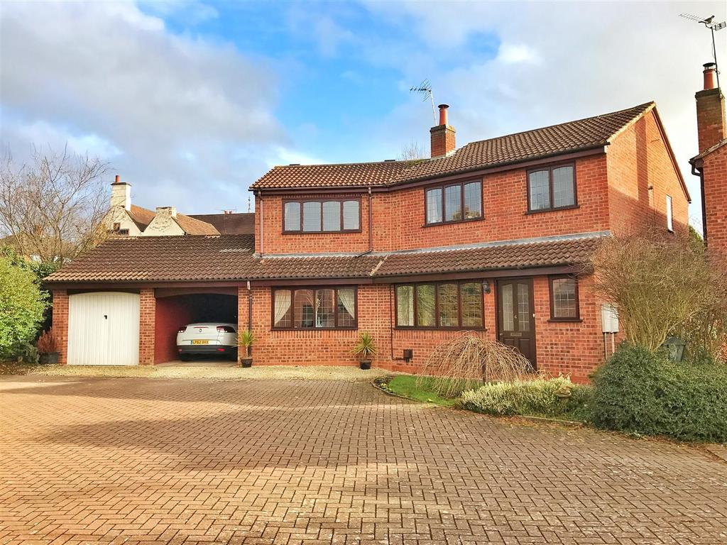 4 Bedrooms Detached House for sale in Chamberlain Close, Cubbington, Leamington Spa