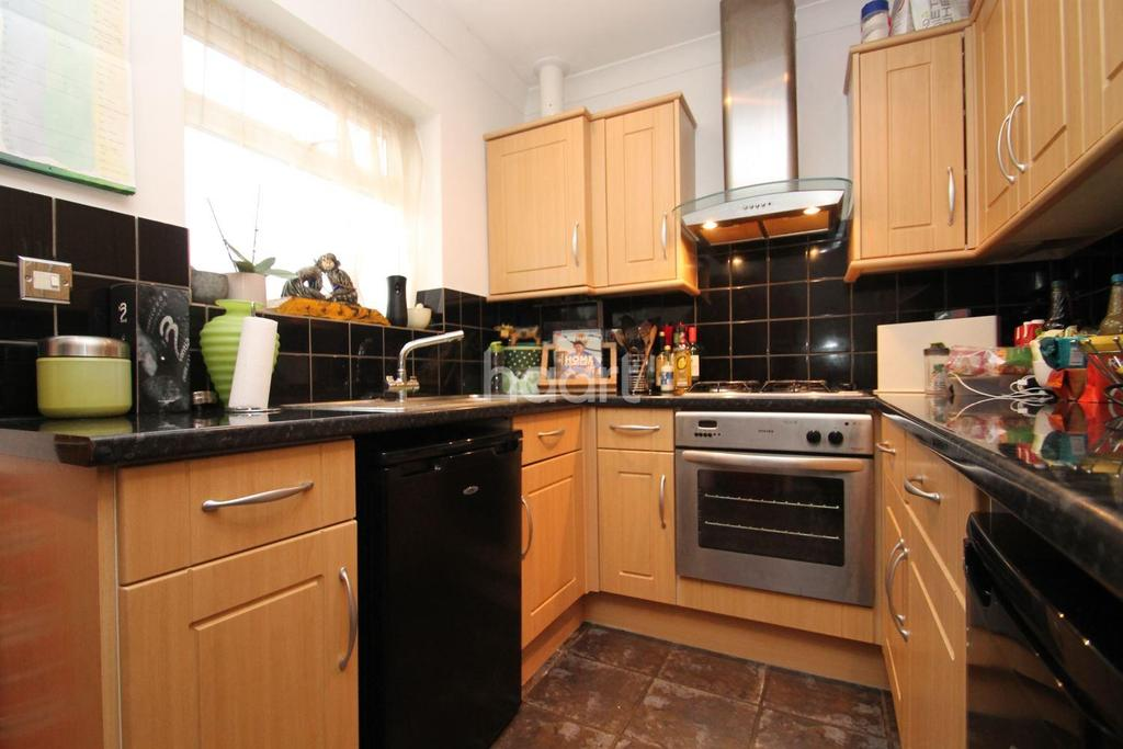 1 Bedroom Flat for sale in Salisbury Street, Swindon, Wiltshire