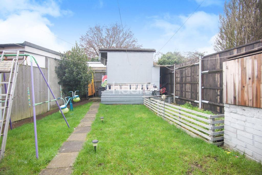 3 Bedrooms Terraced House for sale in Goldsmith Avenue, London NW9