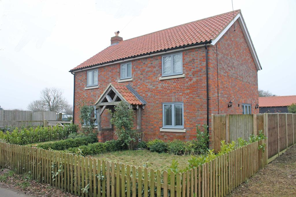 3 Bedrooms Detached House for sale in Back Lane, Eastgate NR10