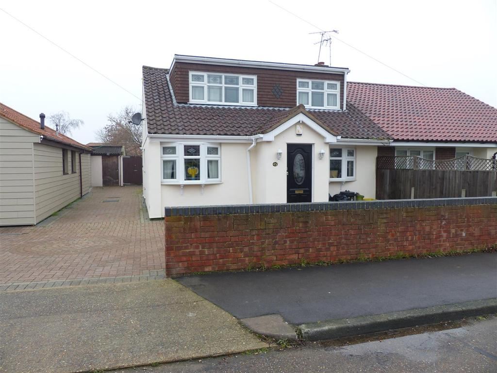 3 Bedrooms Chalet House for sale in Linden Way, Canvey Island