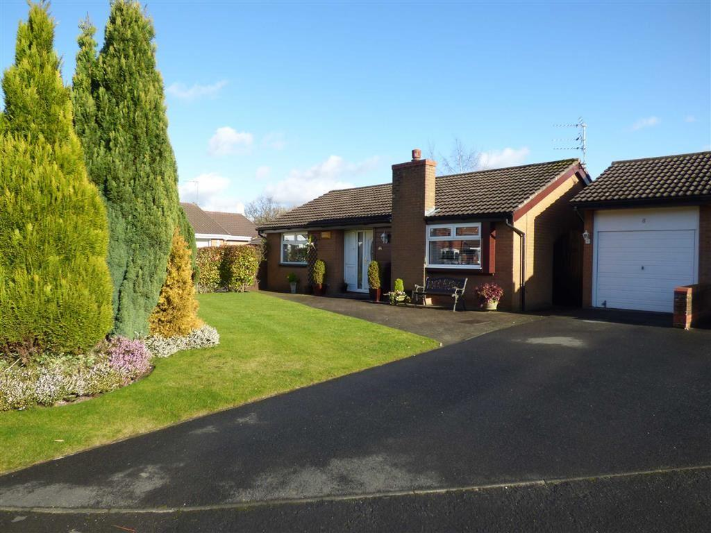 2 Bedrooms Detached Bungalow for sale in Tipton Close, Cheadle Hulme, Cheshire