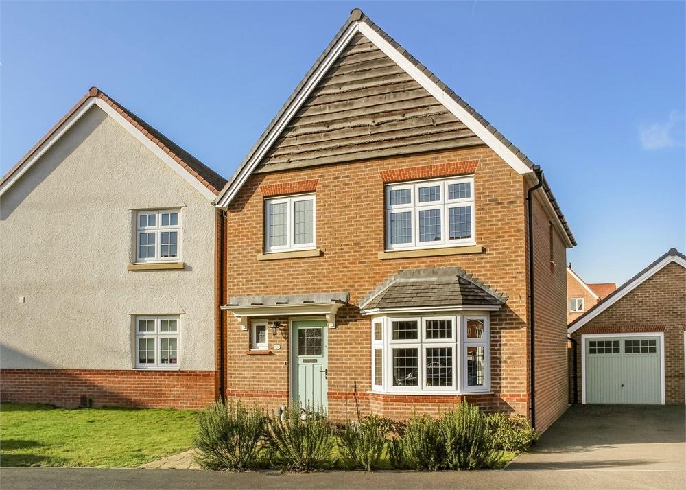 3 Bedrooms Detached House for sale in Goldcrest Road, Bracknell, Berkshire