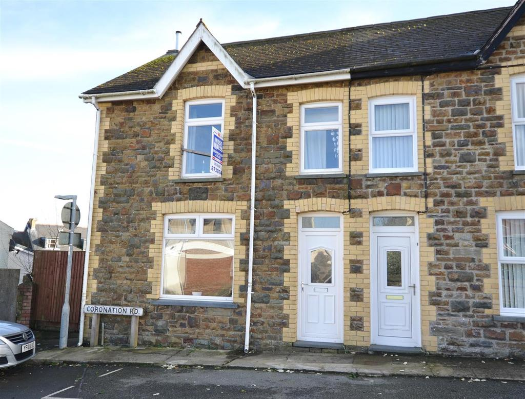 3 Bedrooms Semi Detached House for sale in Fishguard