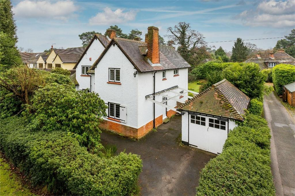 5 Bedrooms Detached House for sale in Hook Heath, Woking, Surrey