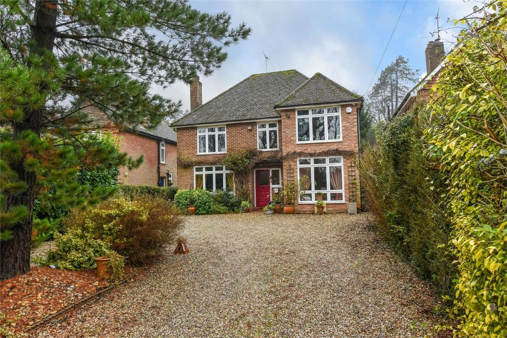 4 Bedrooms Detached House for sale in Winchester Road, ALTON, Hampshire