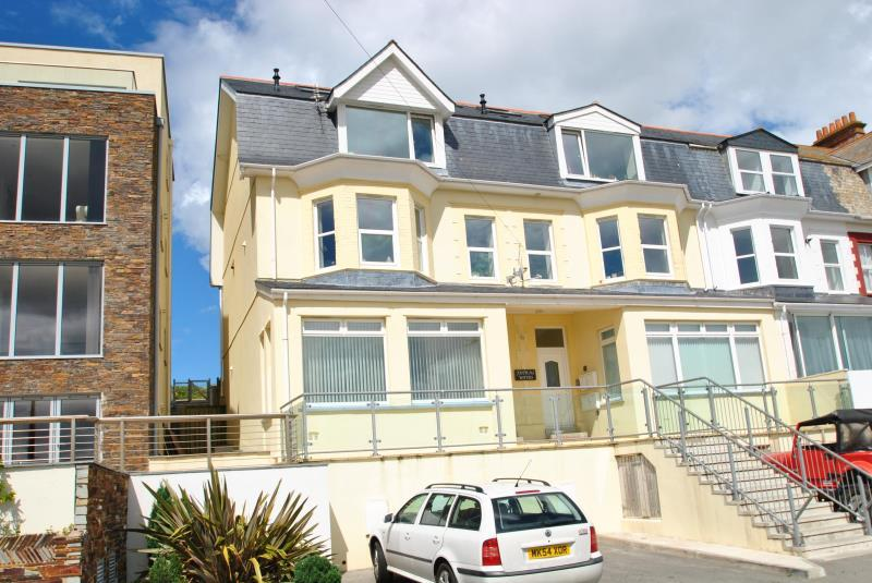 3 Bedrooms Apartment Flat for sale in Headland Road, Newquay