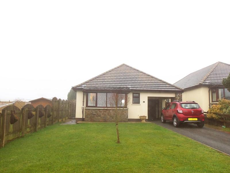 3 Bedrooms Detached Bungalow for sale in Dol Y Dderwen , Llangain, Carmarthen, Carmarthenshire