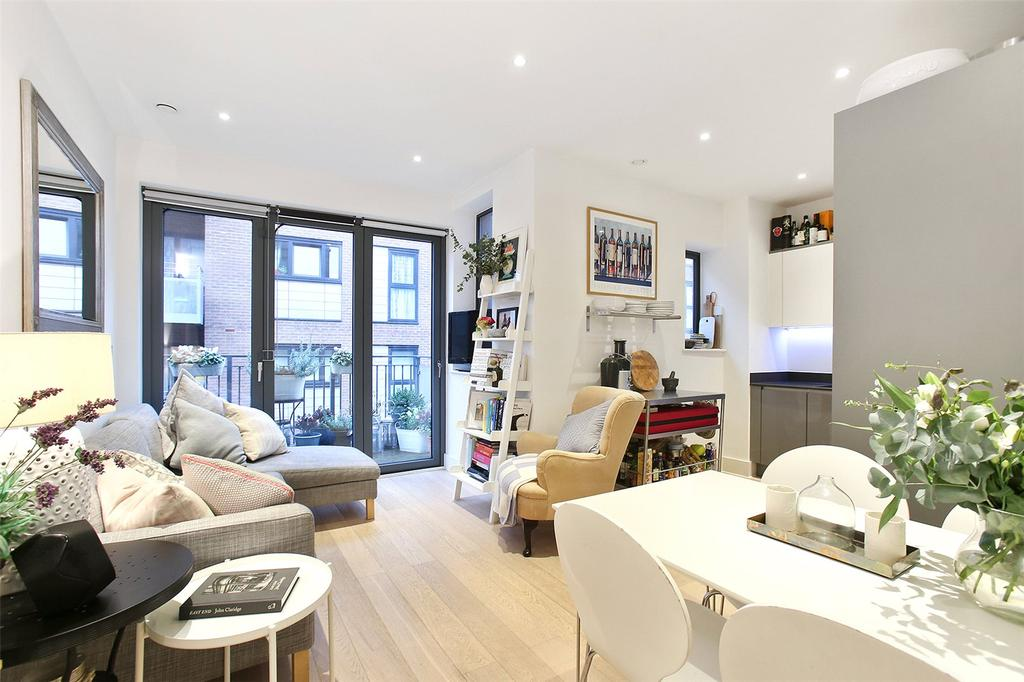 3 Bedrooms Flat for sale in Whiston Road, London, E2