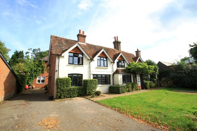 5 Bedrooms Detached House for sale in The Common, Cranleigh