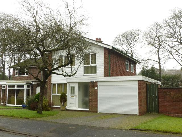 3 Bedrooms Detached House for sale in Linforth Drive,Streetly,Sutton Coldfield