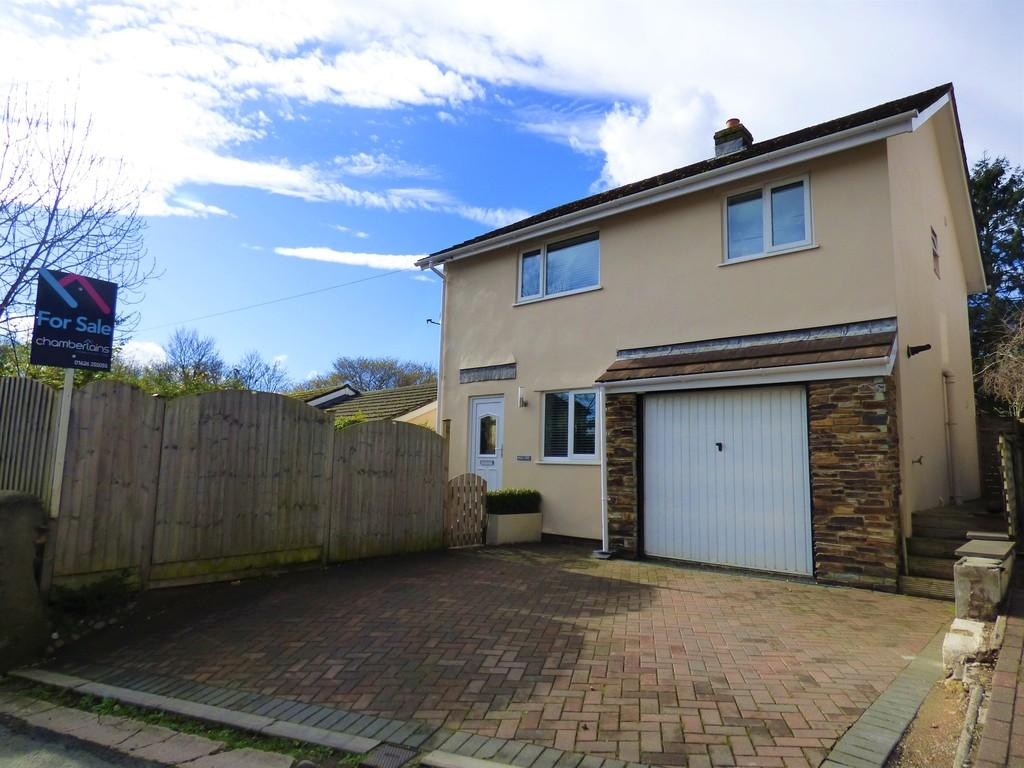 4 Bedrooms Detached House for sale in Church Street, Kingsteignton, TQ12 3BQ