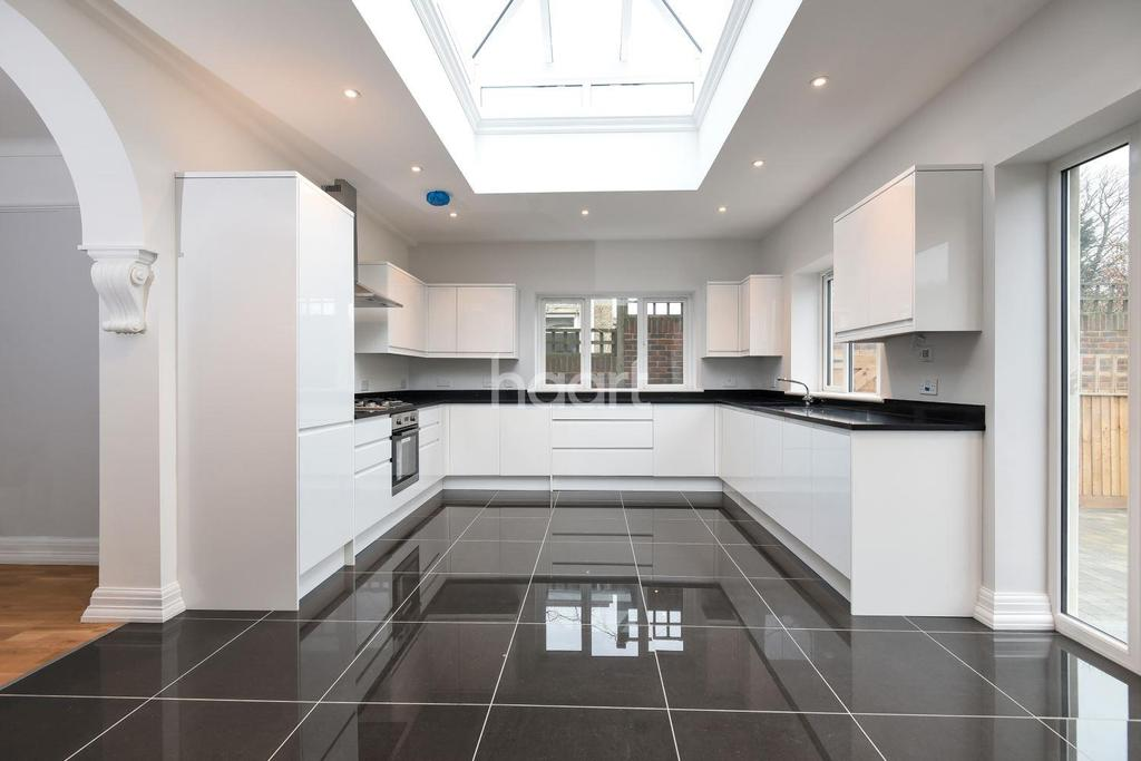 4 Bedrooms Semi Detached House for sale in Beulah Hill, Upper Norwood, London, SE19