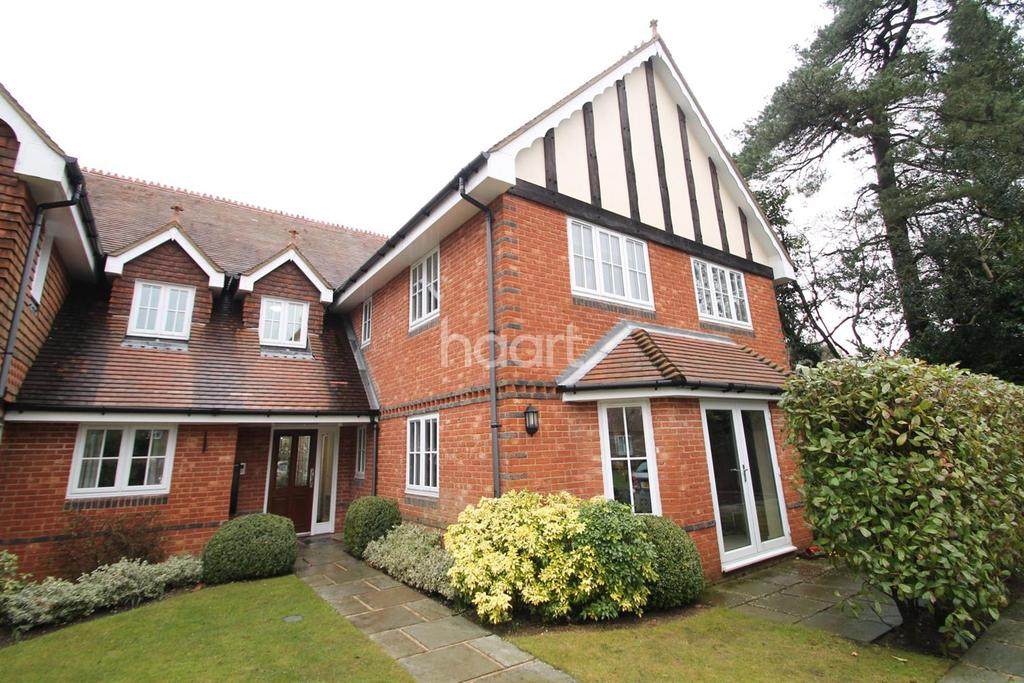 2 Bedrooms Flat for sale in Tennyson Court, Hindhead