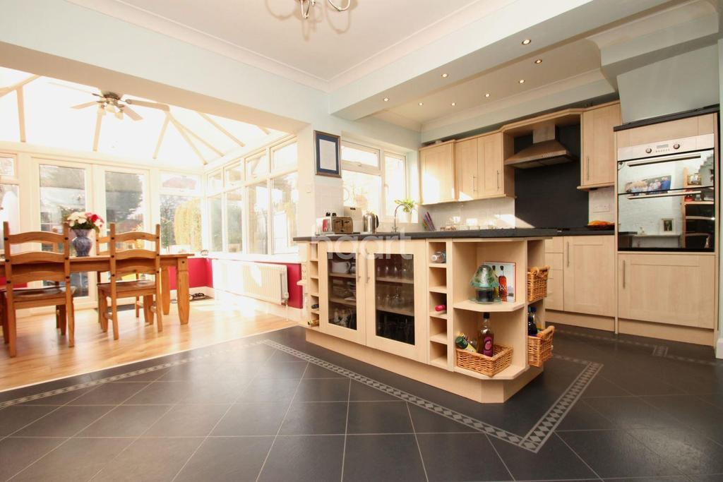 3 Bedrooms Terraced House for sale in Amherst Drive, Orpington