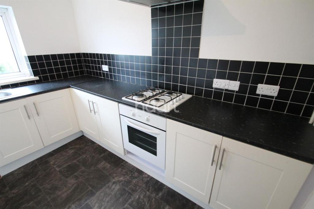 2 Bedrooms Flat for sale in Brynglas Close, Newport