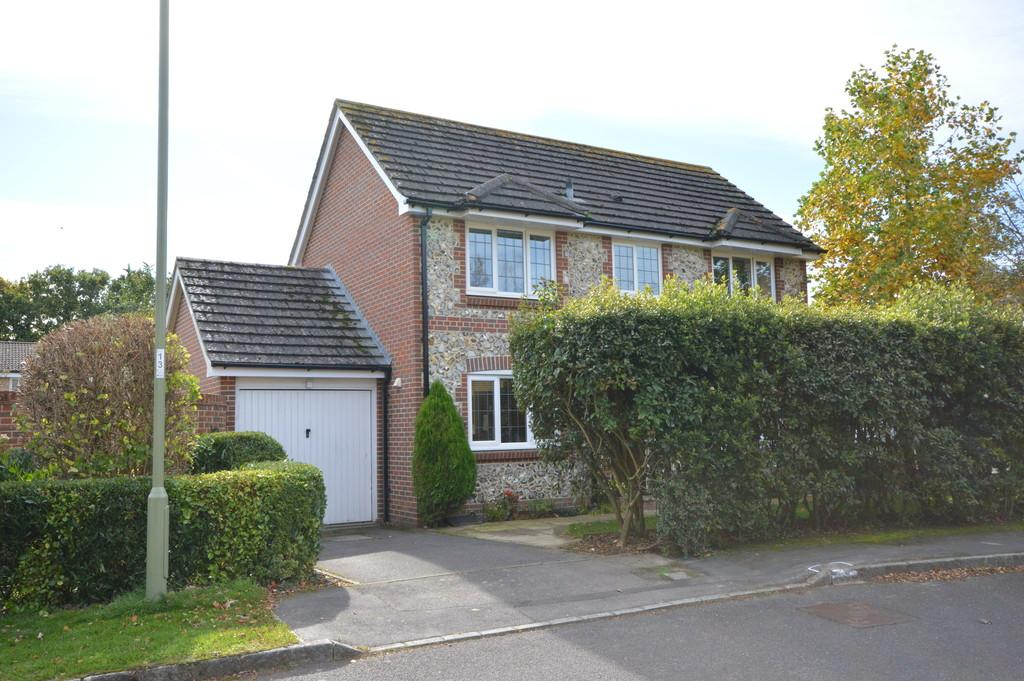 3 Bedrooms Detached House for sale in Velvet Lawn Road, New Milton